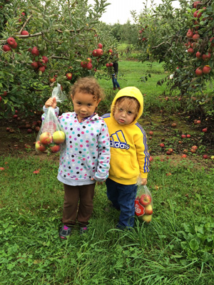 Kids-with-Bags-of-Apples-web